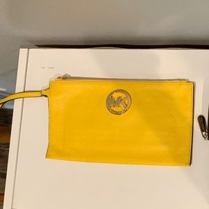 Michael Kors Bags - Mk hand bag🌼. 100% authentic 😁